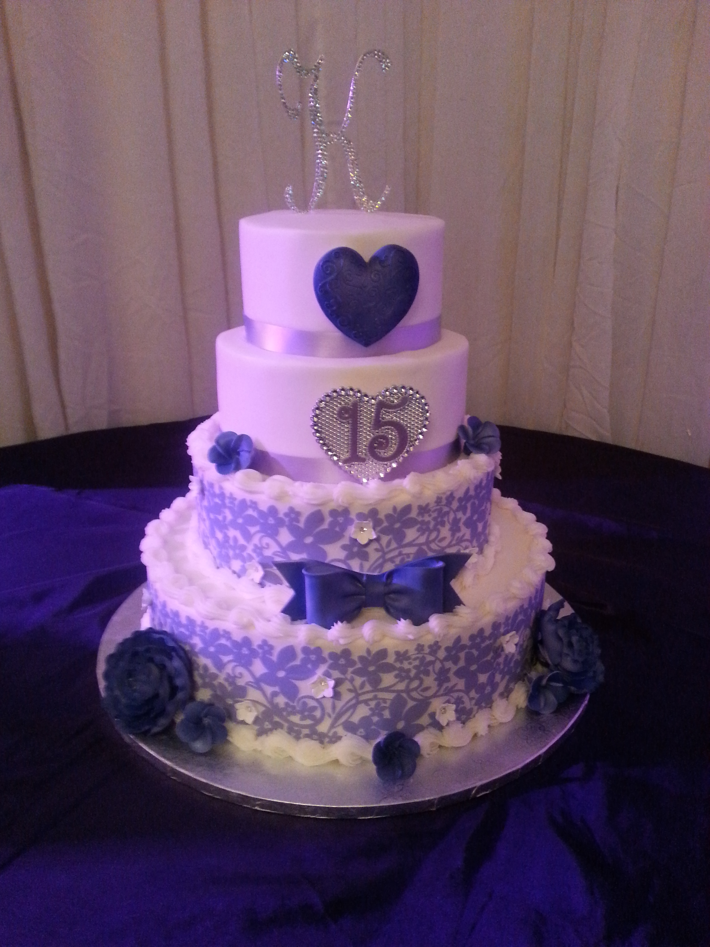 Quinceanera Cakes With Cupcakes Red velvet cake and cupcakesQuinceanera Cakes With Cupcakes